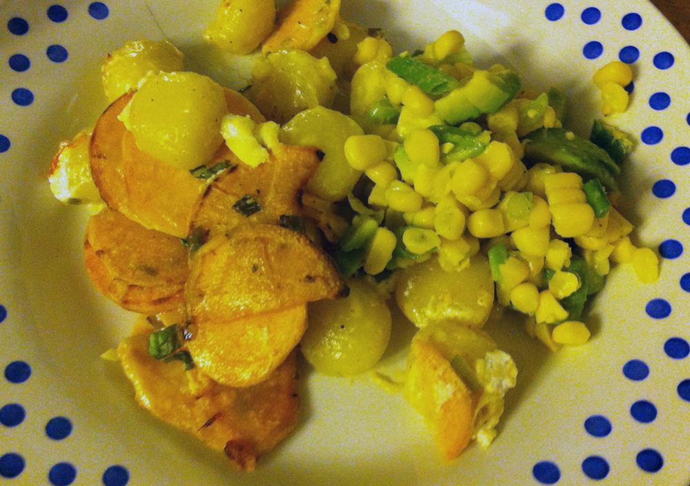 Empty the fridge - Gnocchi van zoete aardappel met mais avocado salsa
