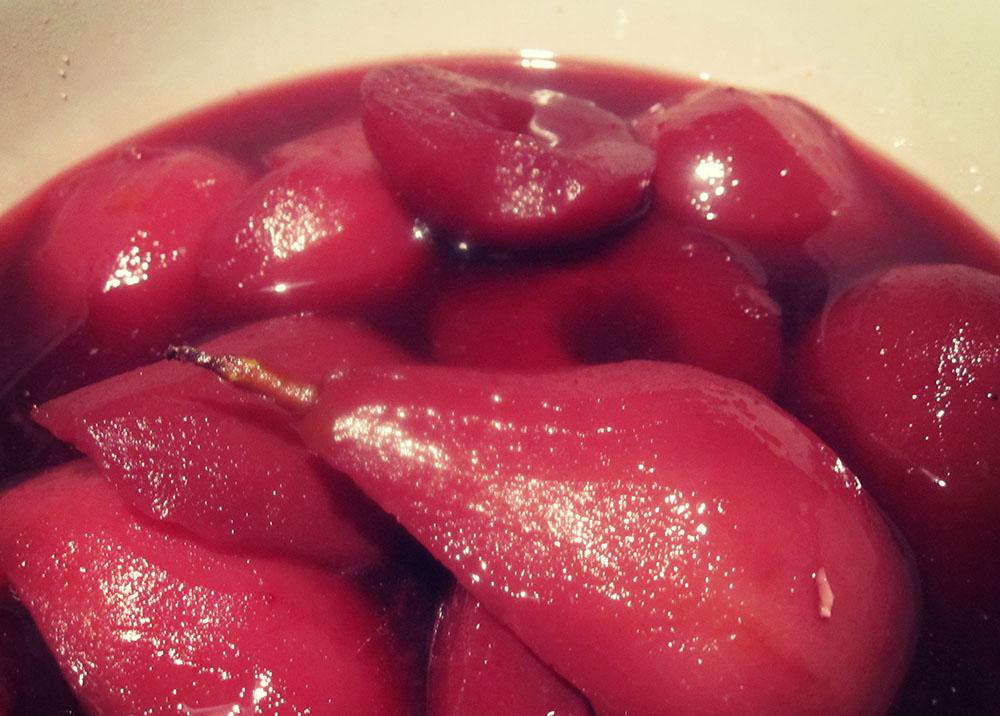Empty the fridge - Peren gestoofd in rode wijn