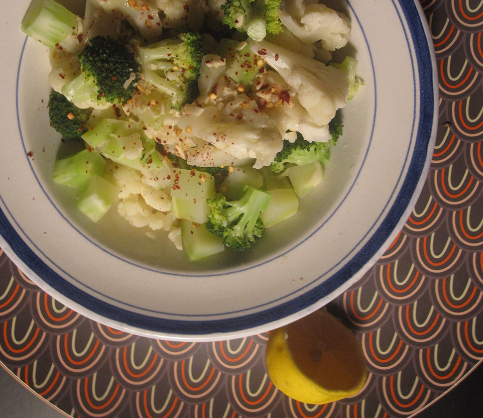Empty the fridge - Brocolli bloemkool salade met citroen soya dressing
