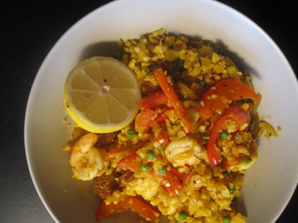 Empty the fridge - Nep paella met een halve bloemkool in plaats van rijst - lr