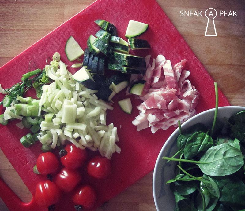 Pasta met spek, venkel, courgette, spinazie en tomaten