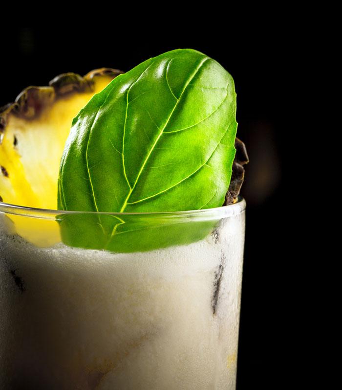 Empty the Fridge - Gin cocktail met ananas en basilicum