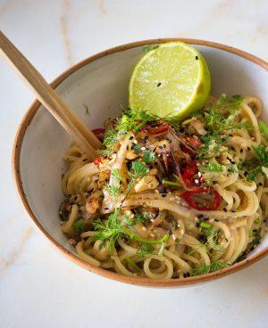 Empty the Fridge - Vegetarische pasta met hummus