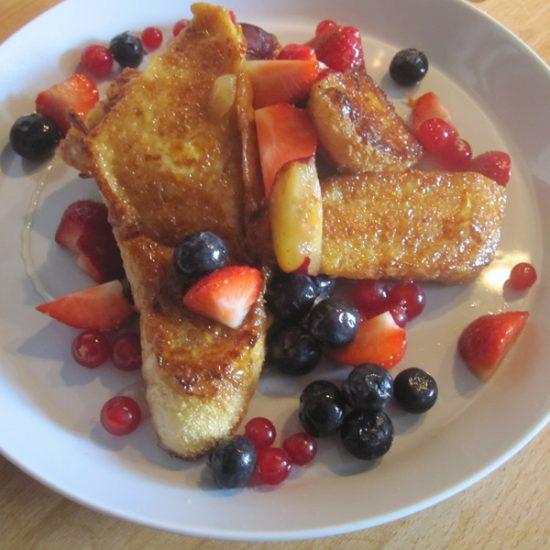 Empty the fridge - Verloren brood met vers fruit