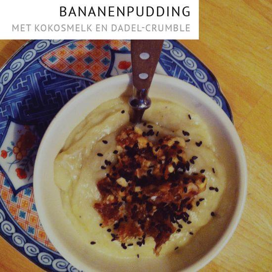 Empty the Fridge - Bananenpudding met kokosmelk en dadel-crumble