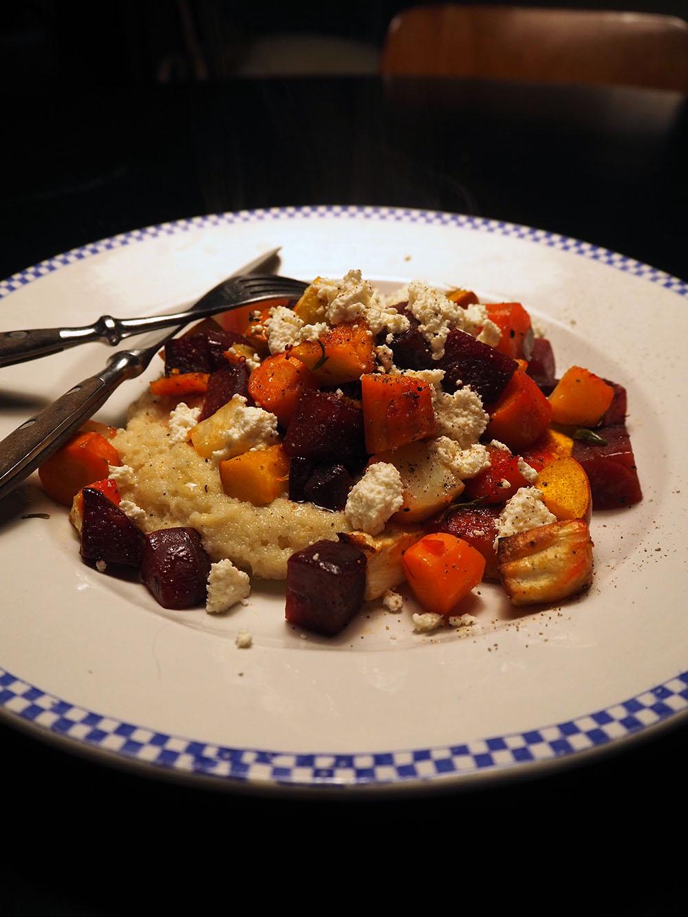 Empty the Fridge - Geroosterde wintergroenten met polenta ricotta en hazelnoetolie