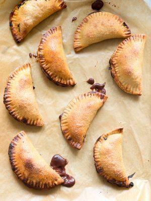 Empty the Fridge - Zoete empanandas met chocoladepudding en krieken