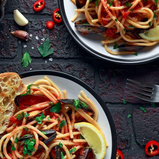 Empty the Fridge - Pasta met mosselen witte wijn en tomaten