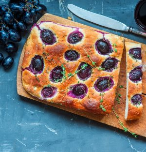 Empty the Fridge - Focaccia met blauwe druiven